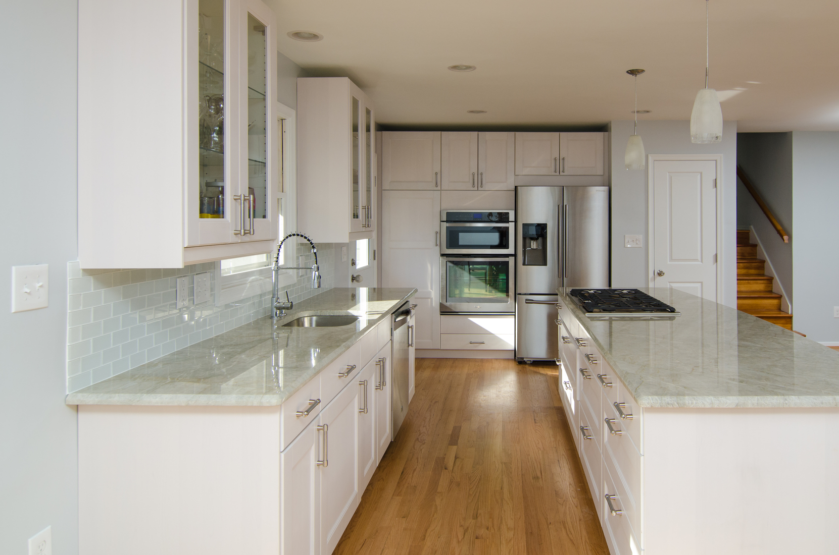 8 Dreamy Kitchens With White Quartzite Counters